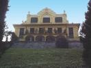 La particolare facciata di Villa Geisser